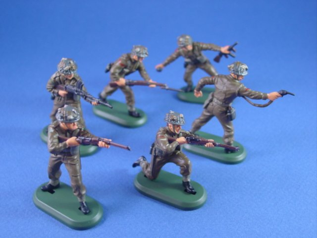 Britains Super Deetail WWII British Toy Soldiers Infantry Set