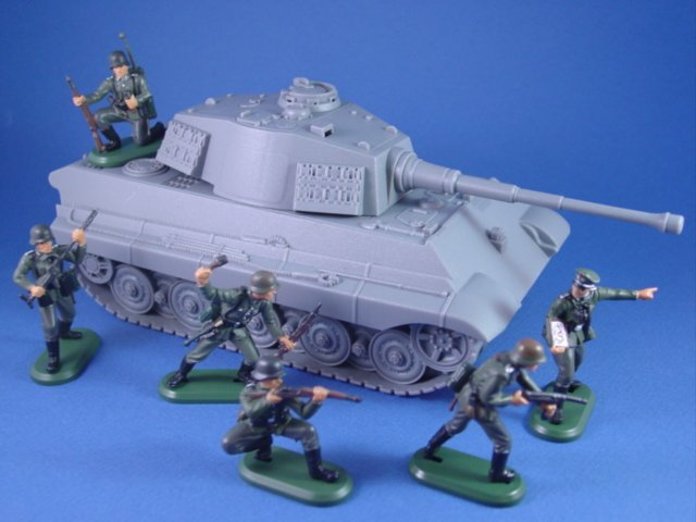 Britains Super Detail WWII German Toy Soldiers Infantry with King Tiger