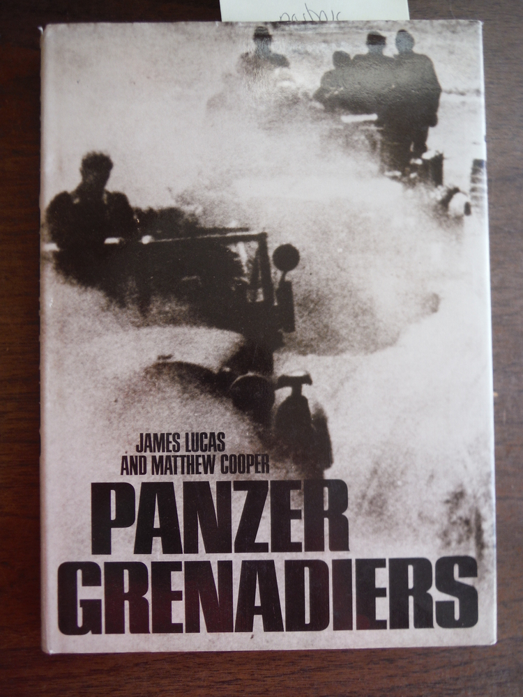 Image 0 of Panzer Grenadiers (Macdonald illustrated war study)
