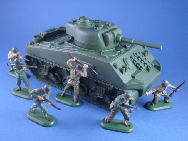 Britains Super Detail WWII US Army Toy Soldiers with Sherman
