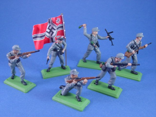 Britains Deetail DSG Toy Soldiers WWII German Infantry with 3rd Reich Flag