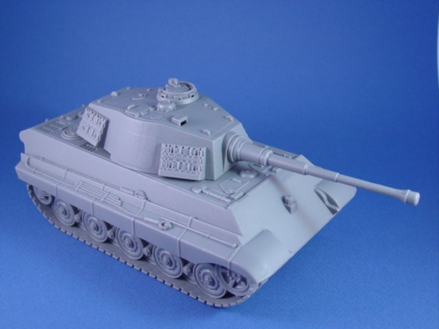 Britains Super Deetail Plastics WWII German Infantry with BMC King Tiger